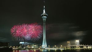 Macau-Tower-at-night-with-010